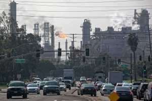 Explosion at ExxoMobil oil refinery in Torrance